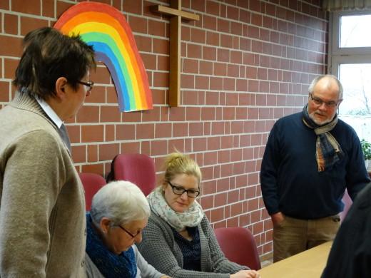Wahlvorstand in Metelen: Gisela Schlinge, Ursula Asmuß, Franziska Waßkönig, Dieter Gänsler